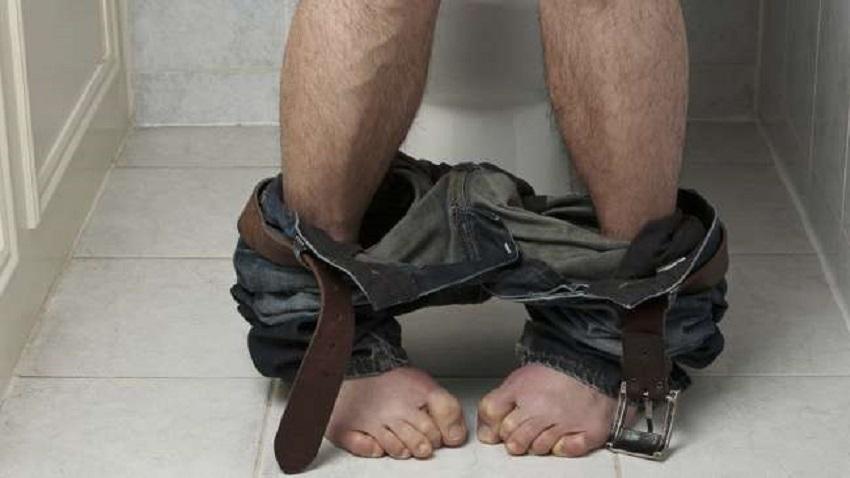 zachod, myastenia gravis, vypnute nohy,slabost v nohach, trpnutie, tazke prehltanie, toaleta,wc